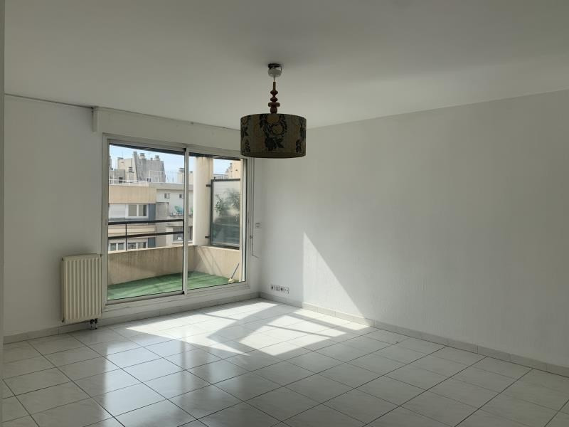 Location appartement Marseille 6ème 1 010€ CC - Photo 3