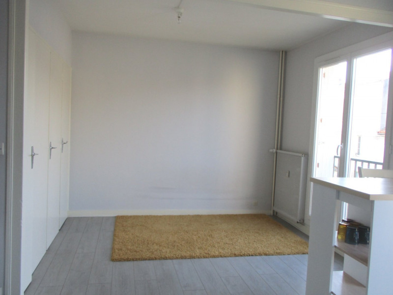 Location appartement Angoulême 350€ CC - Photo 2