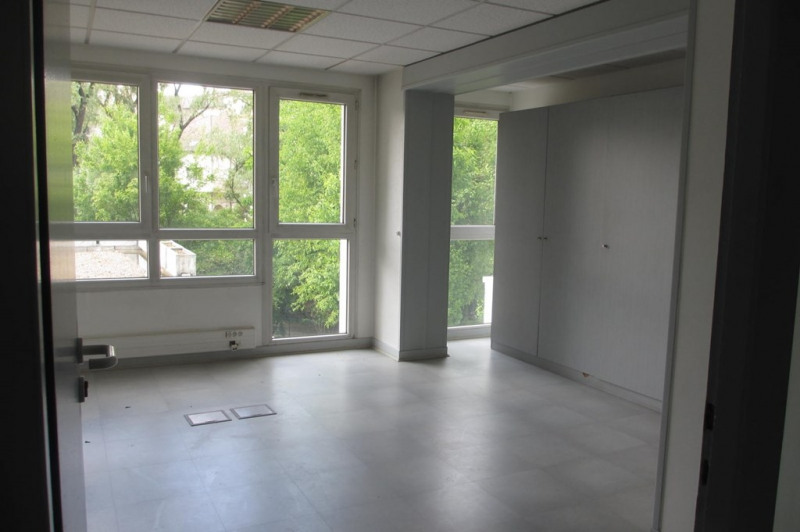 Rental office Annecy 1 980€ CC - Picture 3