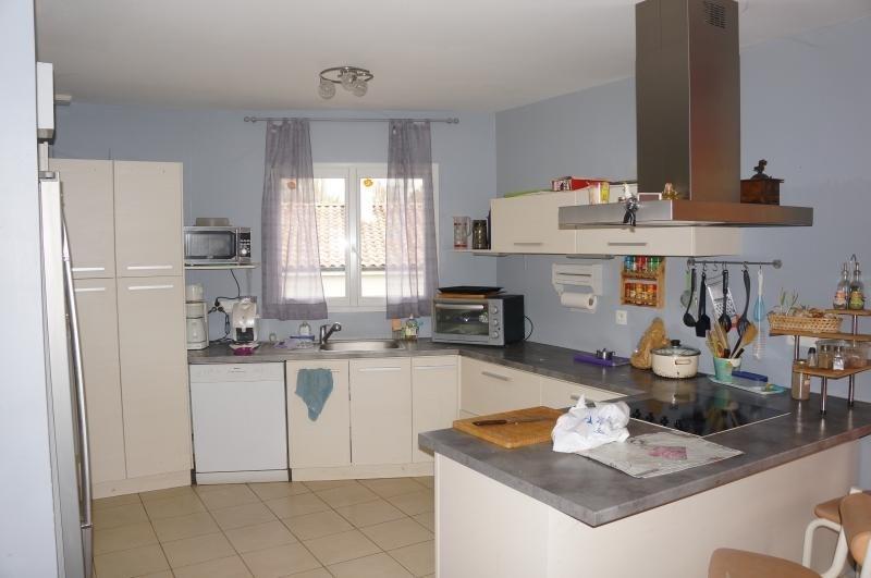 Sale house / villa L isle jourdain 243000€ - Picture 4