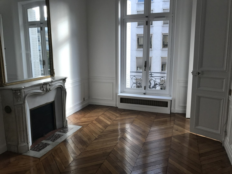 Rental apartment Paris 8ème 3 968€ CC - Picture 5