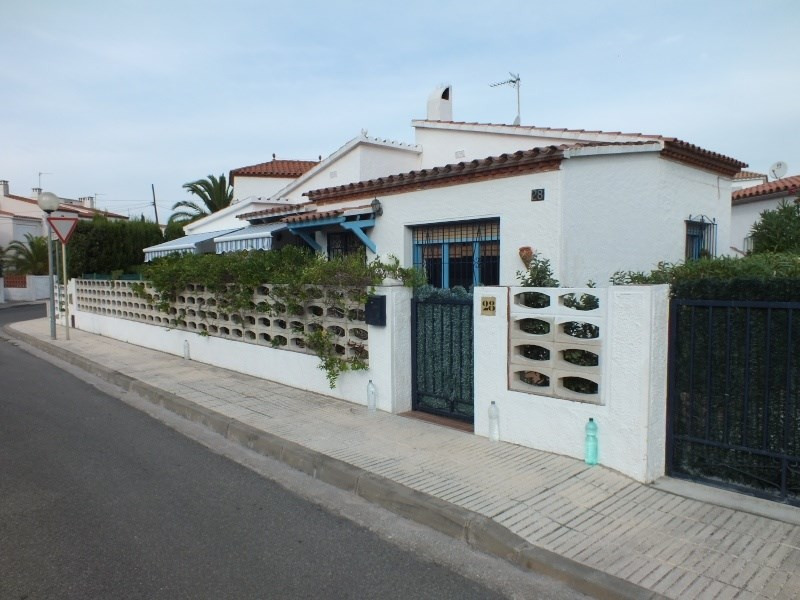 Vacation rental house / villa Roses 1056€ - Picture 1