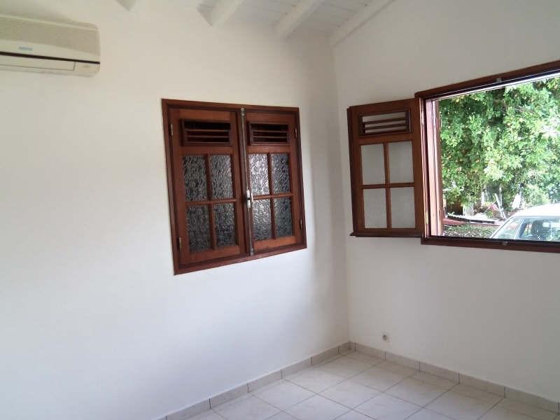 Rental house / villa Ste anne 750€ CC - Picture 8