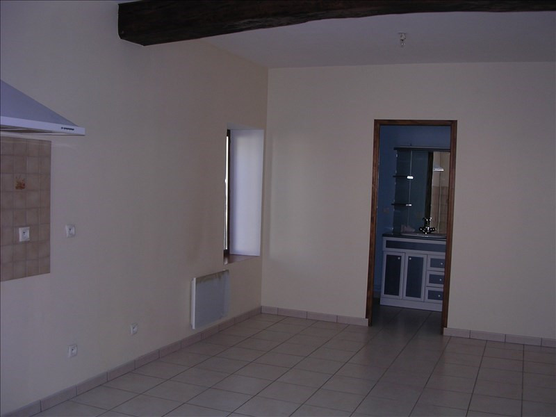 Location maison / villa St bris le vineux 410€ CC - Photo 2