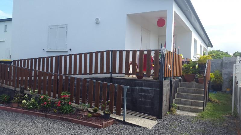 Location maison / villa Saint-andré 865€ CC - Photo 1
