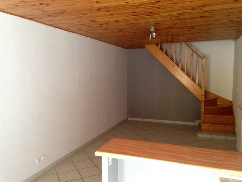 Location appartement Polliat 450€ CC - Photo 1