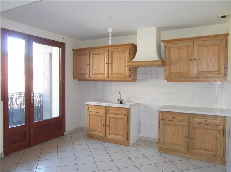 Rental apartment Yenne centre 500€ CC - Picture 1