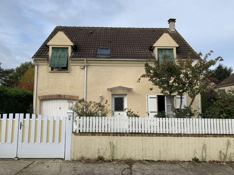Sale house / villa Beauchamp 380 000€ - Picture 1
