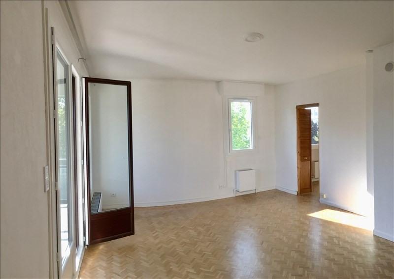 Rental apartment Charbonnieres les bains 800€ CC - Picture 4