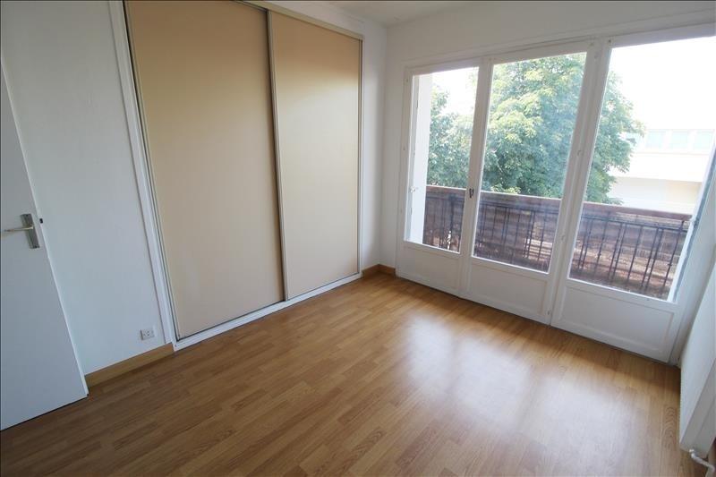 Rental apartment Maurepas 805€ CC - Picture 2