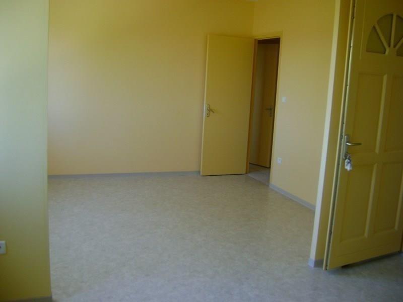 Rental apartment Sebazac concoures 358€ CC - Picture 2
