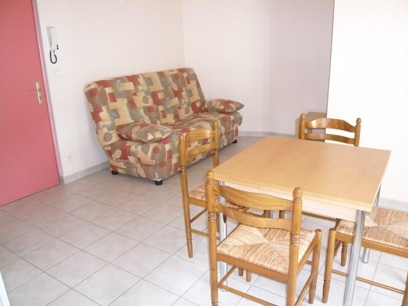 Rental apartment Bourgoin jallieu 384€ CC - Picture 2