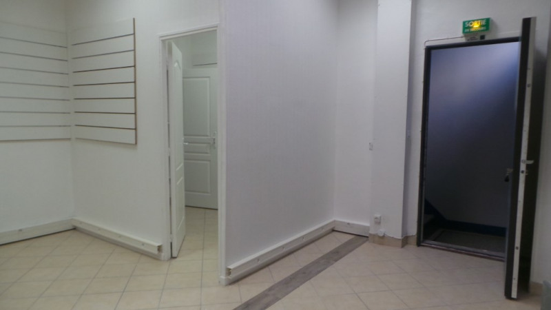 Location local commercial Paris 20ème 995€ CC - Photo 5