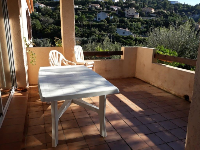 Location vacances maison / villa Les issambres 635€ - Photo 2