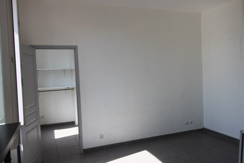 Sale apartment Marseille 60 000€ - Picture 2