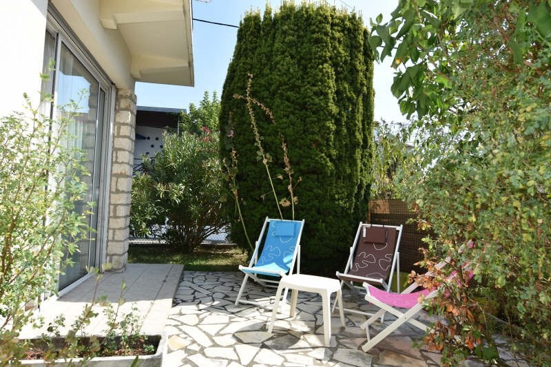 Sale apartment Royan 245 000€ - Picture 1