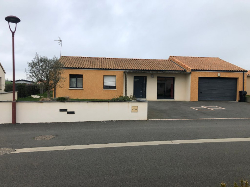 Sale house / villa Jallais 200 800€ - Picture 1