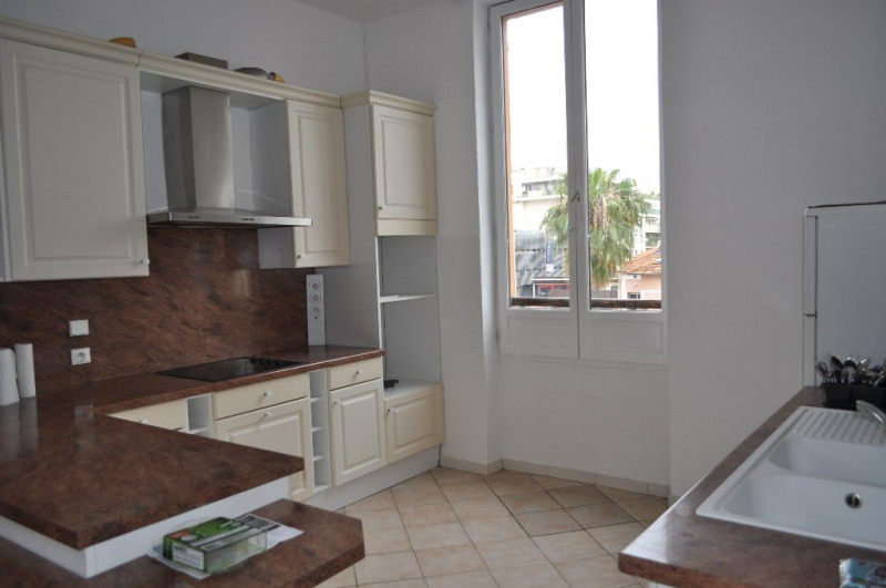 Location appartement Nice 809€ CC - Photo 3