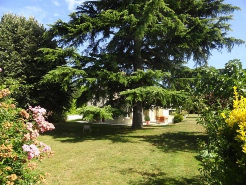 Sale house / villa Feucherolles 845 000€ - Picture 2
