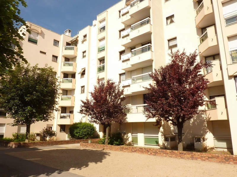 Rental apartment L hay les roses 862€ CC - Picture 1