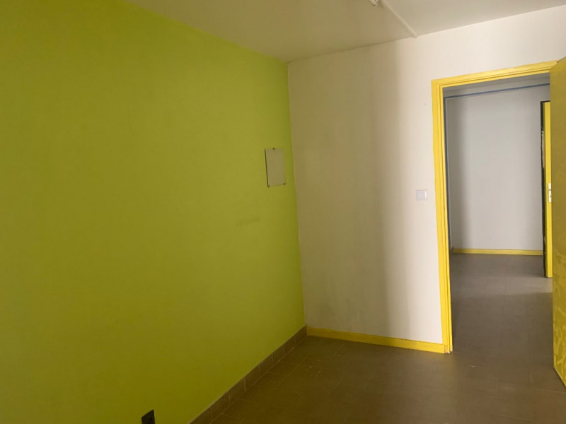 Location local commercial La tour du pin 530€ CC - Photo 3
