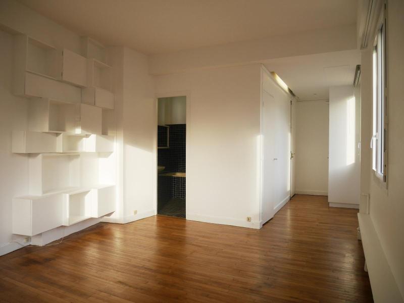 Location appartement Paris 8ème 1250€ CC - Photo 1