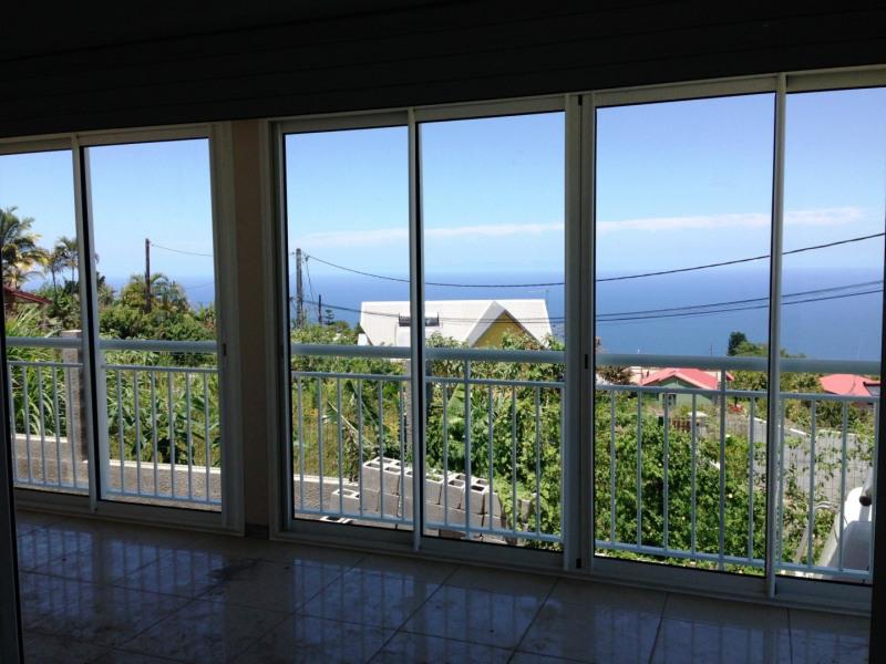 Location maison / villa Petite ile 680€ +CH - Photo 3