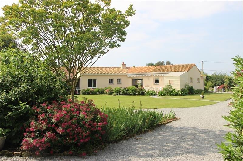 Sale house / villa Corsept 340000€ - Picture 1