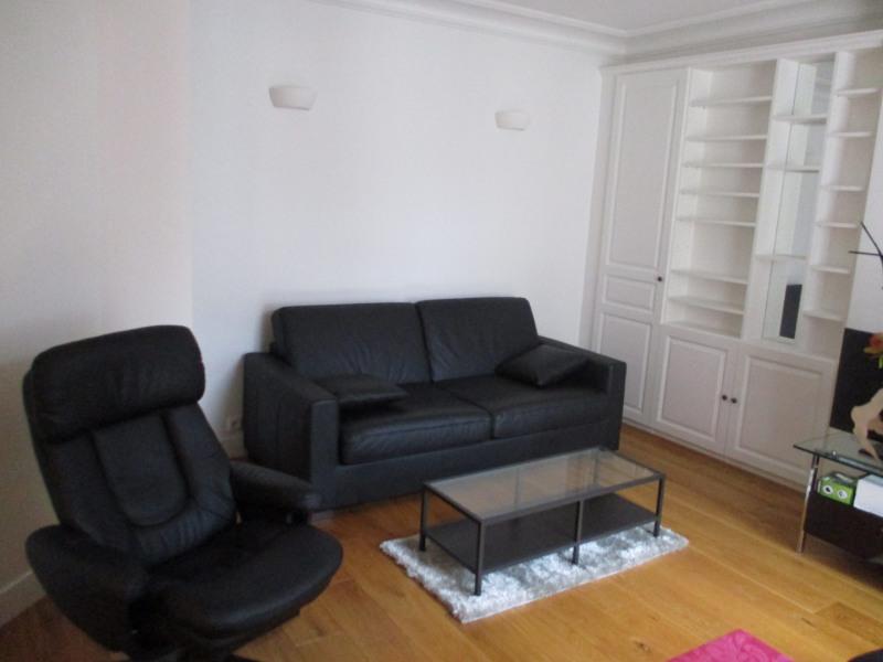 Rental apartment Paris 8ème 1300€ CC - Picture 2