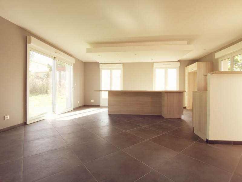Sale house / villa Estrablin 268000€ - Picture 3
