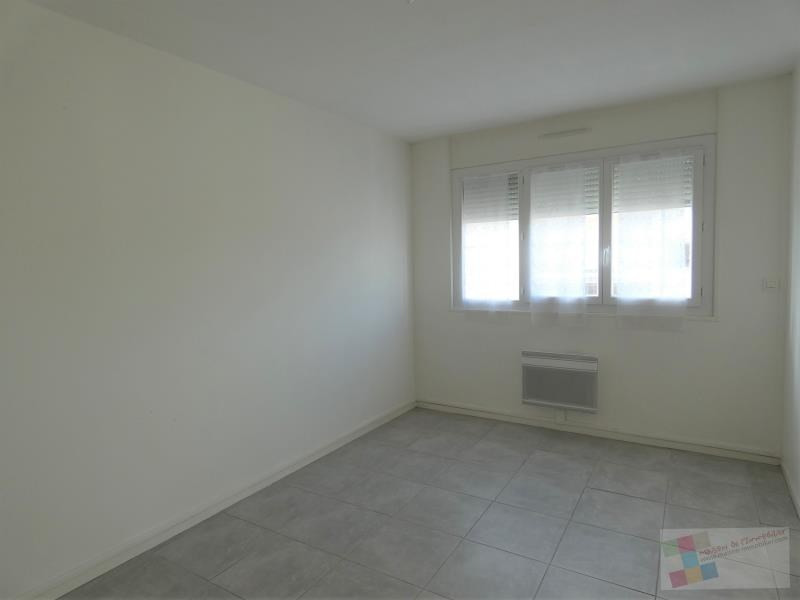 Rental apartment Cognac 570€ CC - Picture 3