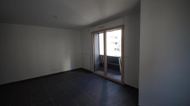 Location appartement Lyon 8ème 940€ CC - Photo 6