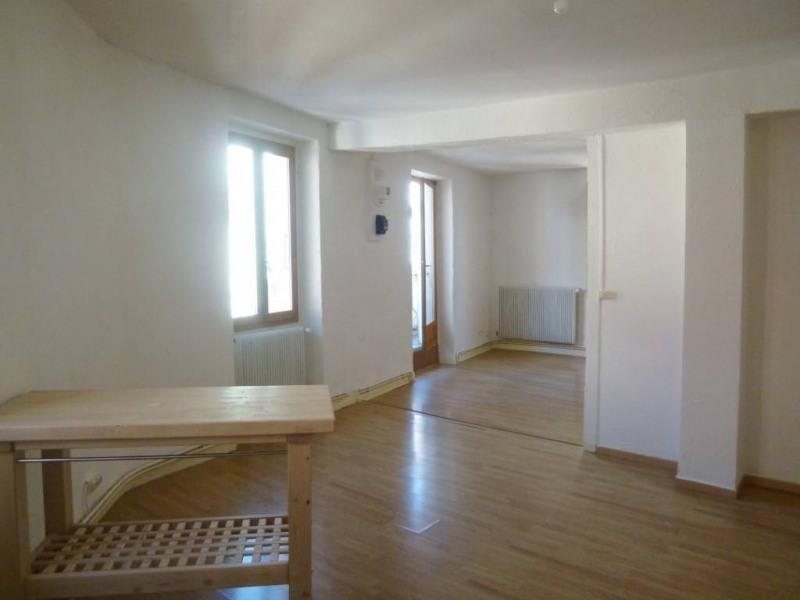 Location appartement Entre-deux-guiers 486€ CC - Photo 1