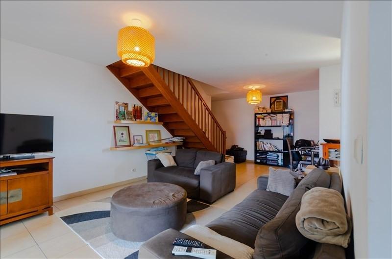 Rental apartment St pierre 976€ CC - Picture 2