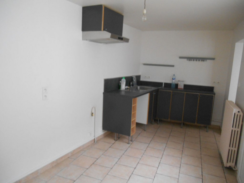Location maison / villa Saint quentin 668€ CC - Photo 3
