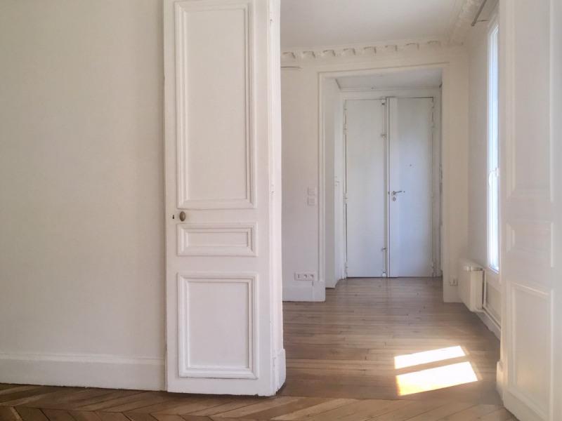 Rental apartment Paris 9ème 1850€ CC - Picture 2