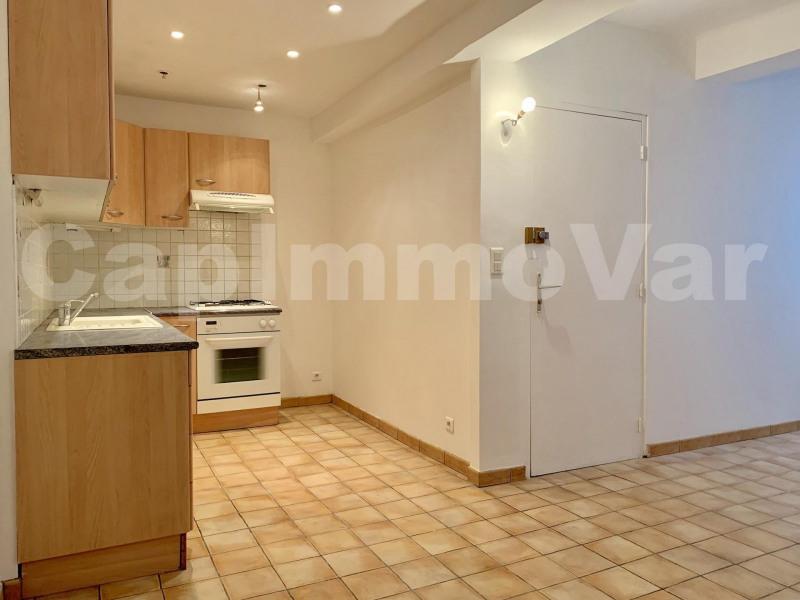 Rental apartment Le beausset 695€ CC - Picture 3