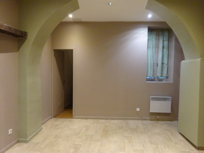 Rental empty room/storage Ste foy les lyon 685€ CC - Picture 1