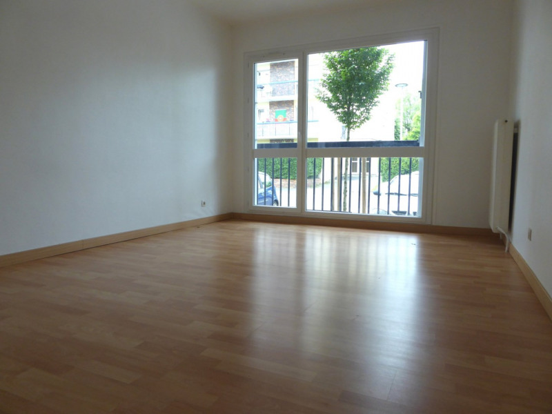 Location appartement Maurepas 720€ CC - Photo 1