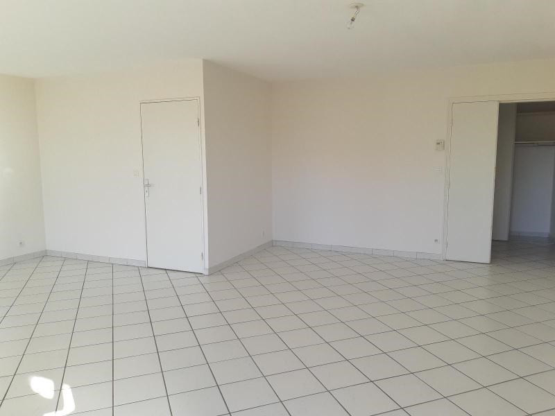 Location appartement Villefranche sur saone 860€ CC - Photo 2