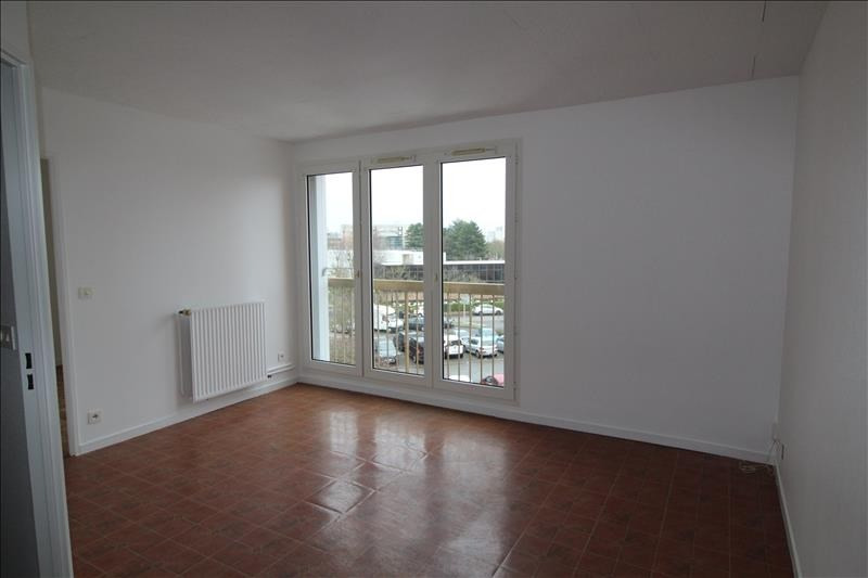 Location appartement Maurepas 792€ CC - Photo 1