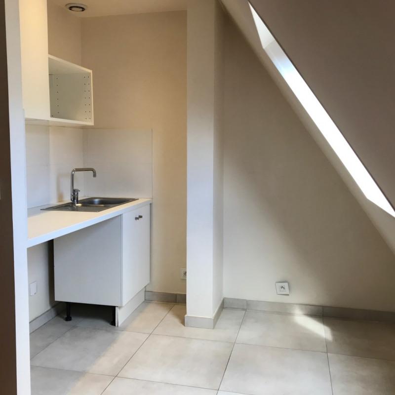 Locação apartamento Paris 8ème 832€ CC - Fotografia 5