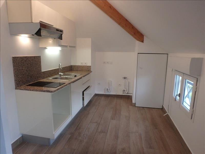 Location appartement Buc 1 020€ CC - Photo 2