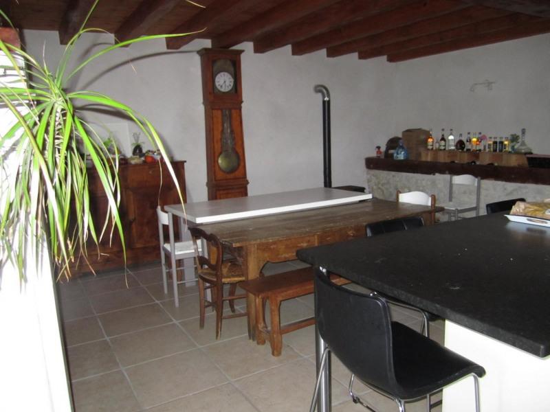 Sale house / villa Criteuil-la-magdeleine 254000€ - Picture 5
