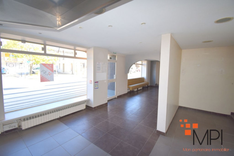 Rental building L hermitage 650€ HC - Picture 5