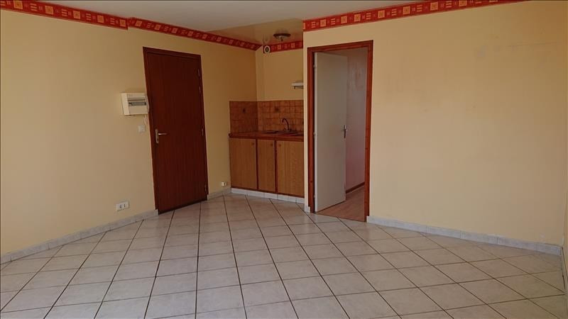 Rental apartment Neuilly en thelle 540€ CC - Picture 2