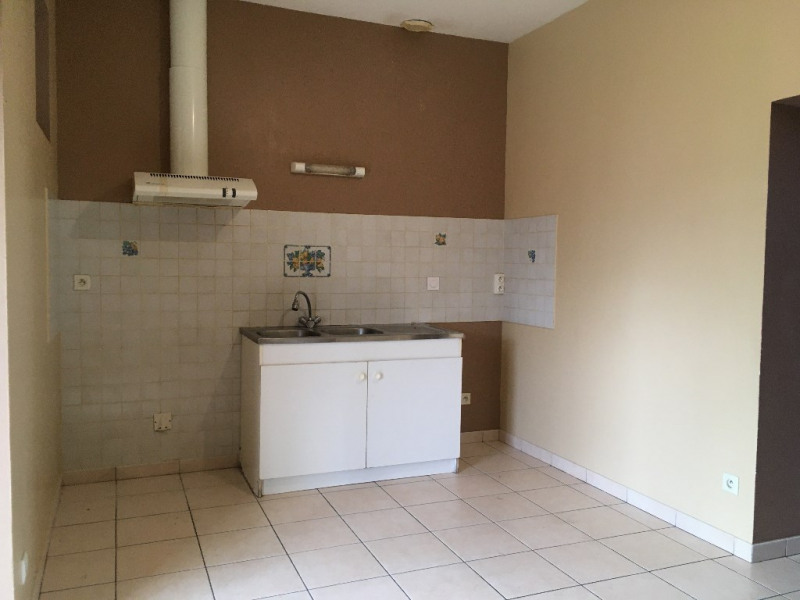 Location maison / villa Renaze 612€ CC - Photo 2
