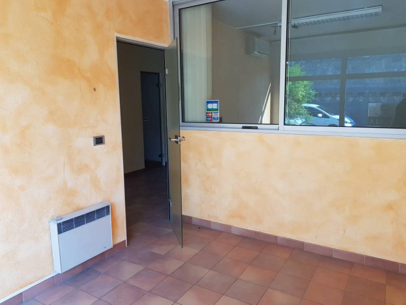 Rental empty room/storage Avignon 590€ CC - Picture 5