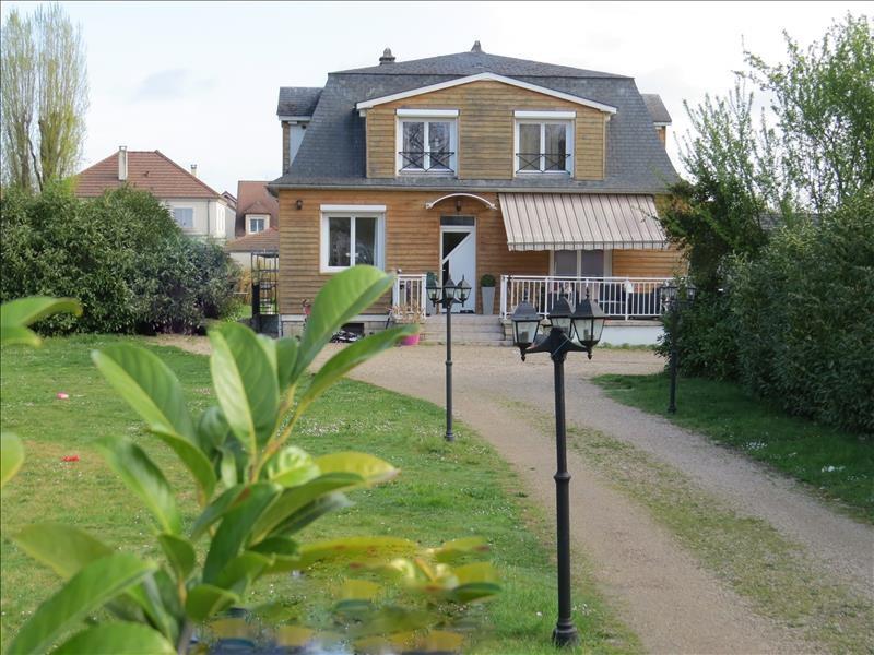 Deluxe sale house / villa Le mesnil le roi 1765000€ - Picture 1