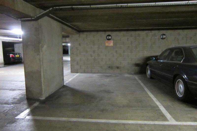 Rental parking spaces Paris 8ème 200€ CC - Picture 2